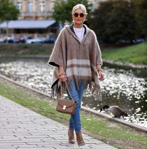 12 красивых образов с джинсами для женщин 50+: Стильно и со вкусом