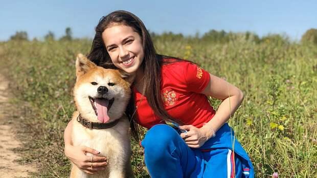Загитова приняла вызов гимнасток. Алина поучаствовала вчеллендже сбутылкой вместе сосвоей собакой