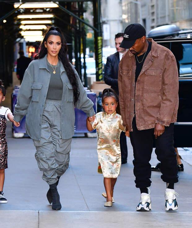 Ким Кардашьян с детьми пришла на презентацию альбома Канье Уэста