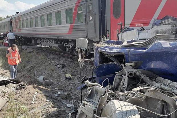 Под Калугой пассажирский поезд сошёл с рельсов после ДТП с грузовиком