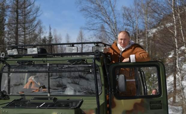 Разоблачаем фейк, что у Путина в тайге был вездеход шведский, а комбинезон канадский