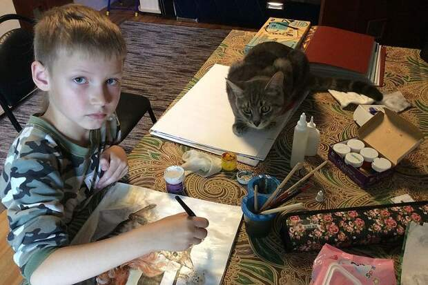 9-летний русский художник ″продает″ свои лучшие картины приютам. Вот почему