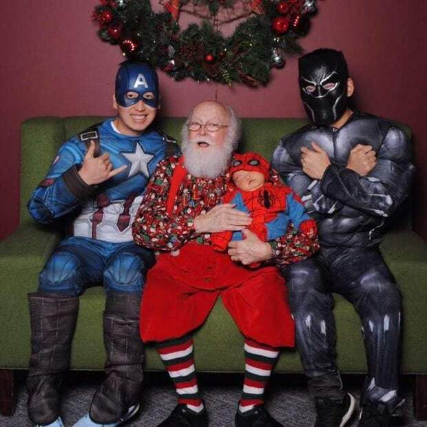 yearly-ageless-santa-pictures-11