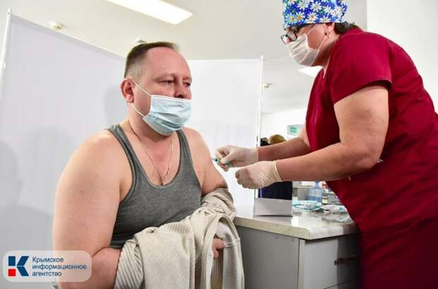 Первые 3 тысячи сотрудников сферы гостеприимства Крыма получили первую дозу вакцины от коронавируса