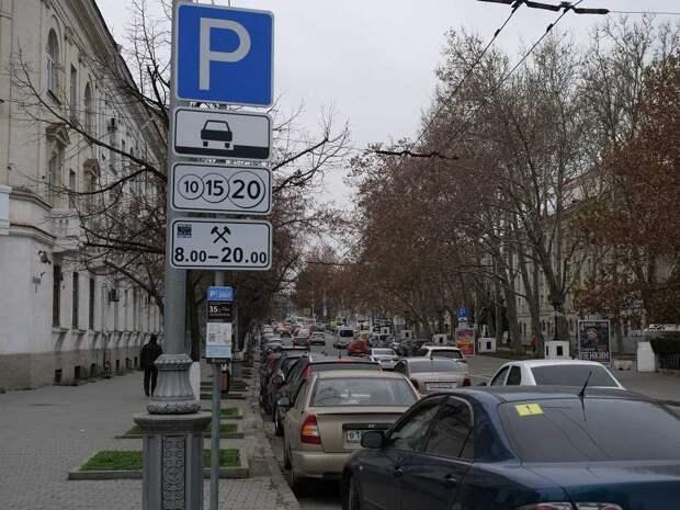 В Севастополе начинают наказывать водителей за неоплаченную парковку