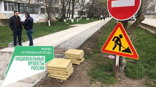 В Красноперекопске по ул. 50 лет Победы ведется работа по благоустройству территории