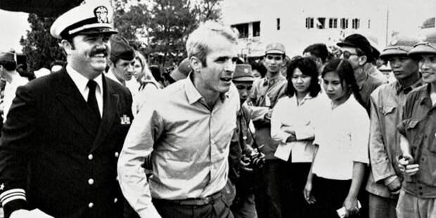 Как Джон Маккейн авианосец не поджёг