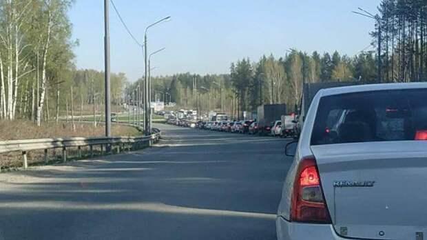 В Томске водители застряли в километровой пробке на Мокрушина и Коларовском тракте