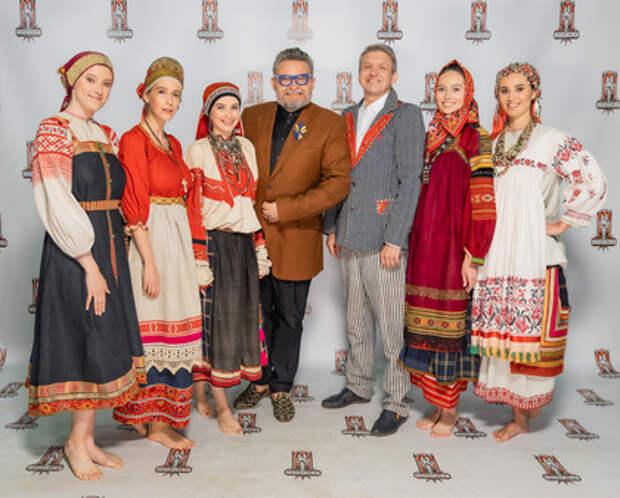 Исконно русские костюмы разных областей России