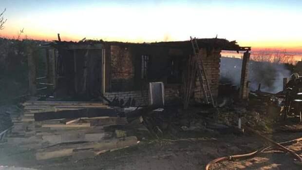 Возбуждено дело по факту гибели на пожаре матери с двумя детьми