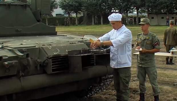 Механики-водители удивили кофе и яичницей, приготовленными от двигателя танка Т-80