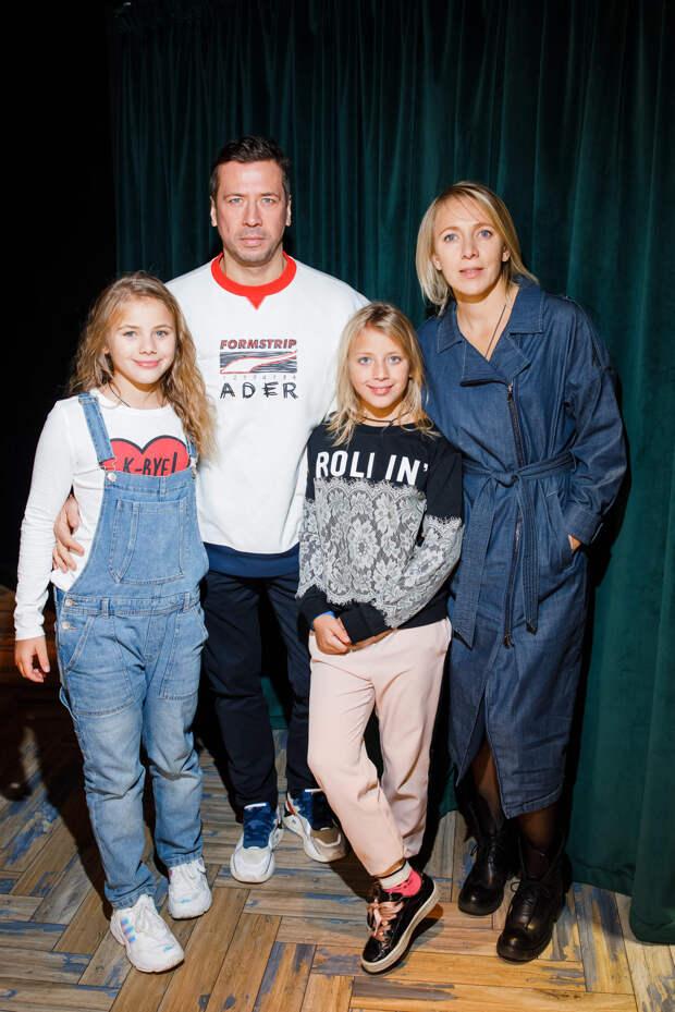Замороженные: Анна Хилькевич, Екатерина Вилкова и Сергей Пенкин