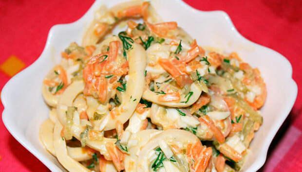 Салат с кальмарами – 78 ккал на 100 г
