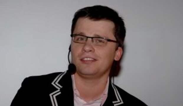 Харламов посвятил песню сцепившейся с Долиной артистке