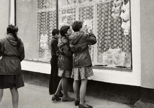 Женское белье вСССР: что носили дамы самой счастливой страны планеты