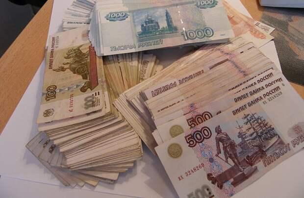 Симферополец прокутил 615 тысяч рублей своей бабушки