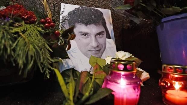 Акция памяти Бориса Немцова на Москворецком мосту. Онлайн RTVI