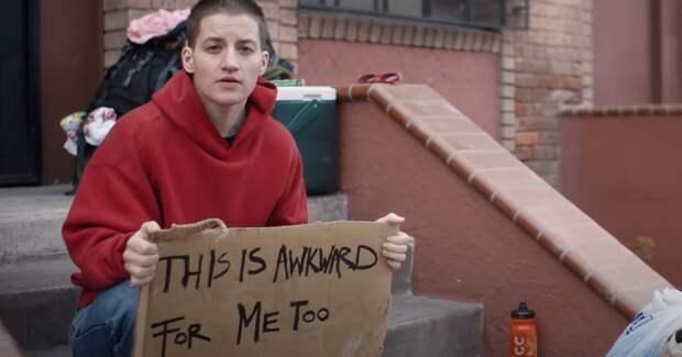 Пропустить рекламу или человека: прероллы рассказали об отношении к бездомным