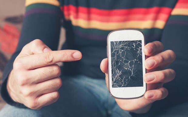 Хитрость жадных водителей: зачем возить с собой разбитый телефон