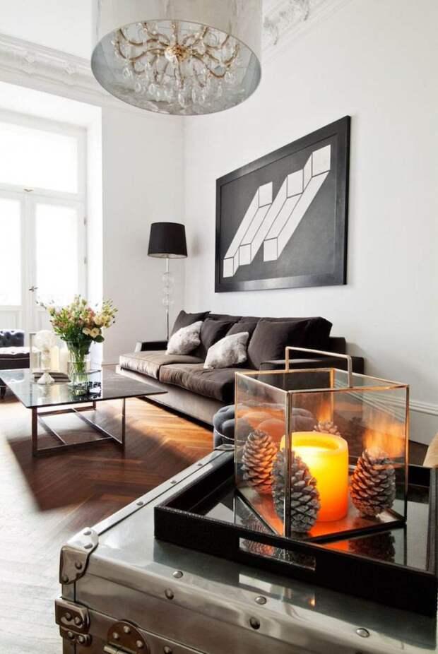 Необычная картина графической иллюзии в просторной монохромной гостиной в светлых тонах