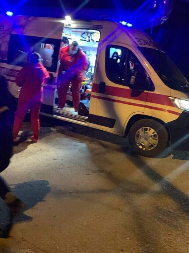 """Девочка выпала из окна дома в Одессе, кадры: """"услышали стук балконной двери и..."""""""