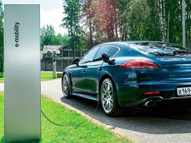 Тест Porsche Panamera S E-Hybrid: поймали в сети