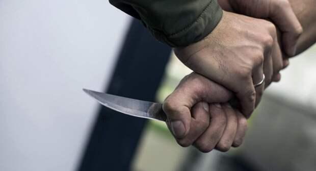 В Николаеве юноша ударил ножом мужчину