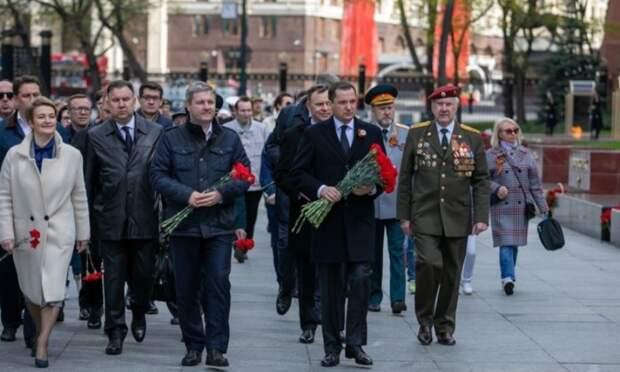 Александр Цыбульский возложил цветы кМогиле Неизвестного Солдата