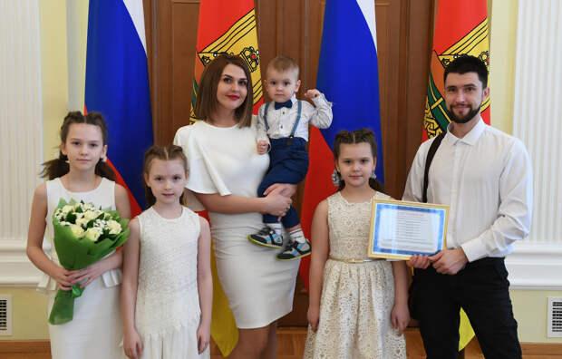 Жителей Тверской области приглашают поучаствовать в социологическом исследовании, посвященном семьям региона