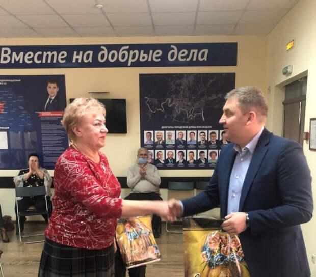 Дмитрий Ламейкин поздравил жительниц Прикубанского внутригородского округа Краснодара с наступающим праздником