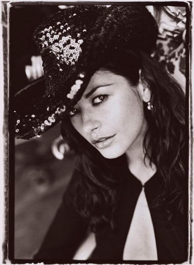 Кэтрин Зета-Джонс в фотосессии Санте Д'Орацио для журнала ELLE (1999)
