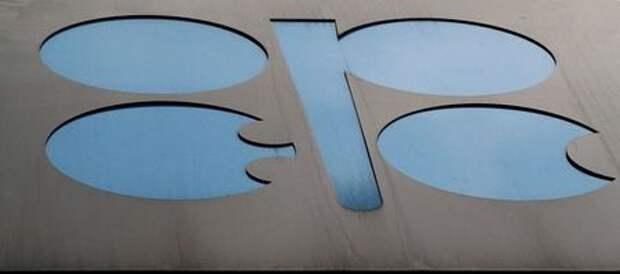 Эмблема Организации стран-экспортеров нефти (ОПЕК) на здании штаб-квартиры в Вене, Австрия, 2 июля 2019 года. REUTERS/Lisi Niesner