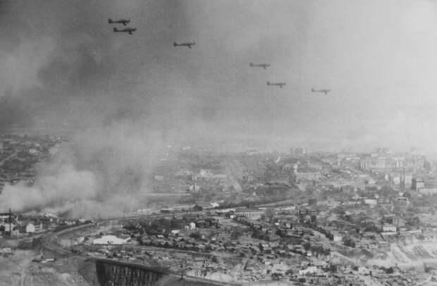 Хиросима на Волге: кто повесил на Сталина смерть 200 000 сталинградцев?