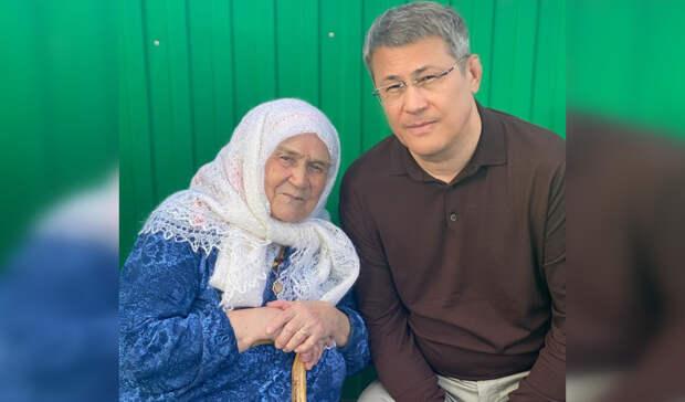 Радий Хабиров навестил маму бывшего мэра Уфы Ульфата Мустафина