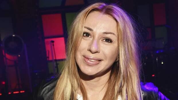 Певица Алена Апина легла под нож хирурга ради тонкой талии