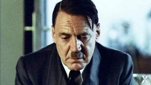 Бруно Ганц в роли Адольфа Гитлера в ф...