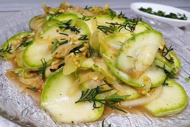 Фото к рецепту: Маринованные кабачки