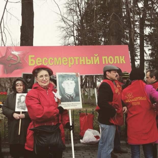Игорь Дмитриев на акции «Бессмертный полк» в Томске