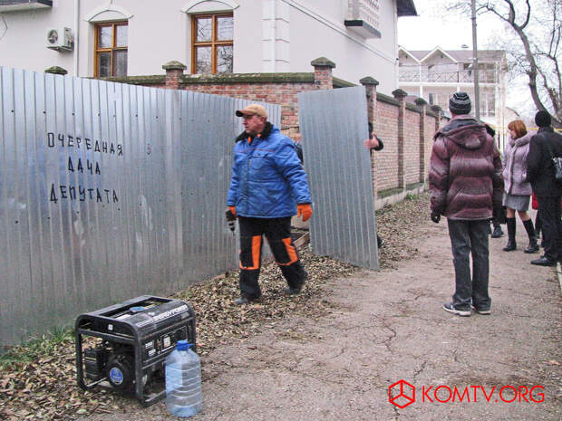 Скандальный сквер в Феодосии открыли для горожан