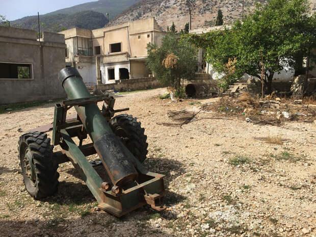 Брошенный террористами самодельный миномет в деревне Саф-Сафа (провинция Хама), освобожденной сирийской армией от боевиков Фронта ан-Нусра - РИА Новости, 1920, 28.09.2020