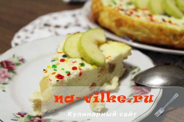 Творожная запеканка с яблоками и изюмом в мультиварке