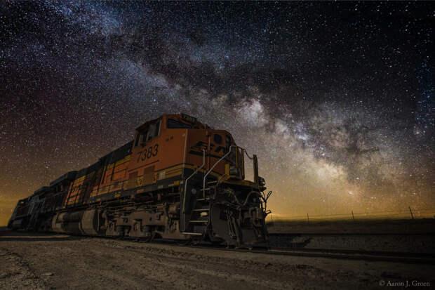 Night Train by Aaron Groen on 500px