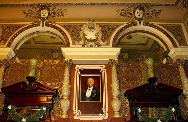 5 февраля 1901 года в Москве на Тверской улице открылся Магазин Г.Г. Елисеева и погреба русских и иностранных вин