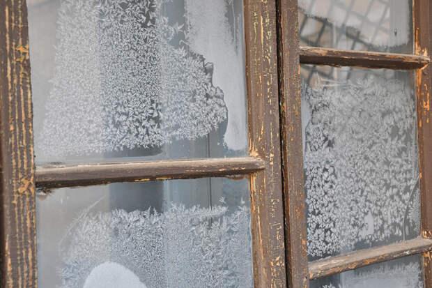Ветеран в Москве прожил всю зиму с вываливающимся окном