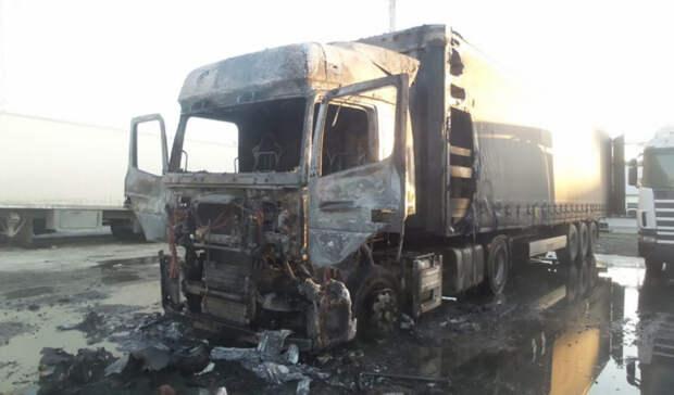 Водителя выбросило через лобовое: фура взорвалась у«Сима-ленда» вЕкатеринбурге