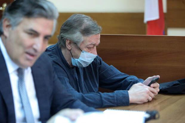 Экс- адвокат Ефремова рассказал о проблемах со здоровьем у артиста