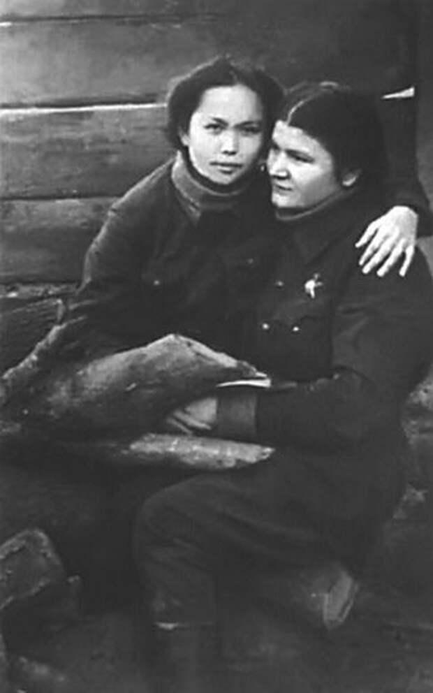 Хиауз (Катя)  Доспанова и Евдокия Носаль