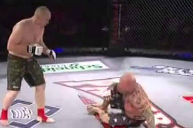 Российский боец вышел на ринг и уничтожил американскую легенду ММА