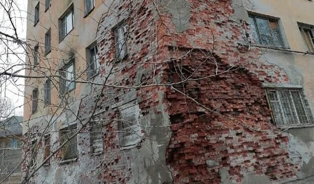 «Смотреть страшно»: люди насевере Карелии живут вразваливающихся домах