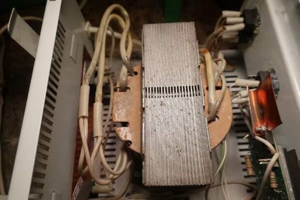 Разобрал российское зарядное устройство. Что внутри: из чего собрано и есть ли там вообще отечественные детали